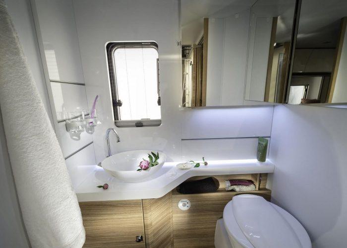 2115-sonic-supreme-bathroom-4bc6350