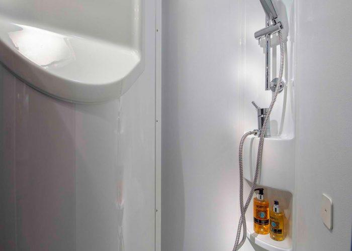 5014_COMPACT_PLUS_DL_detail_shower_JM45632